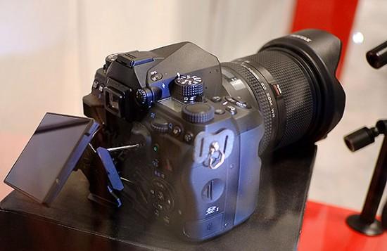 Pentax-full-frame-DSLR-camera-3-550x357