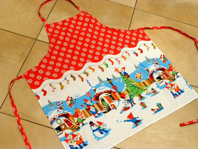 Christmas Apron Tutorial for Fabric Yard