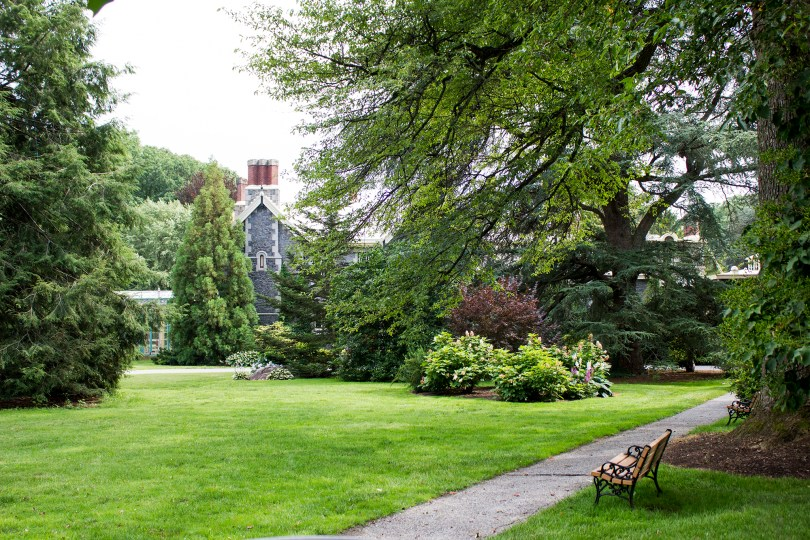 rockwood-mansion-park-walkway-bench-front