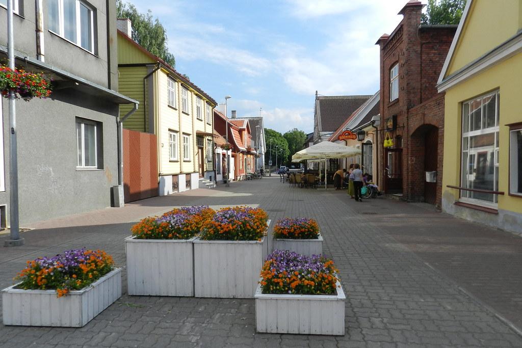 calle peatonal en Parnu Estonia 01