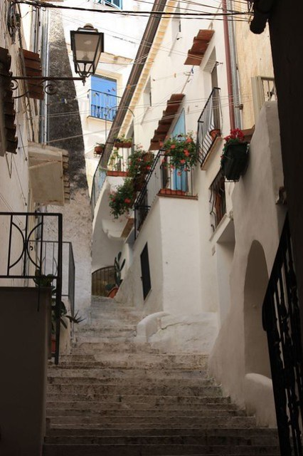 sperlonga italy hidden corners made of whitewashed houses and flowers