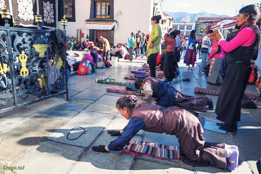 2015.12.09 | Tibet 西藏踢北去 | 尋找藏人真正的拉薩中心,被信仰力量震撼的大昭寺與舊城區 21.jpg