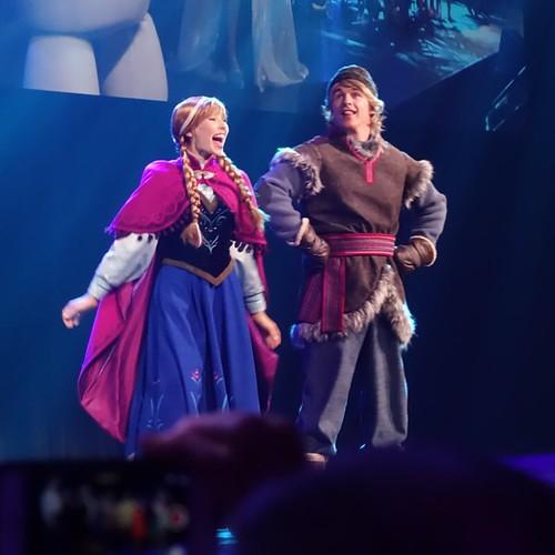 アナとクリストフも歌う。
