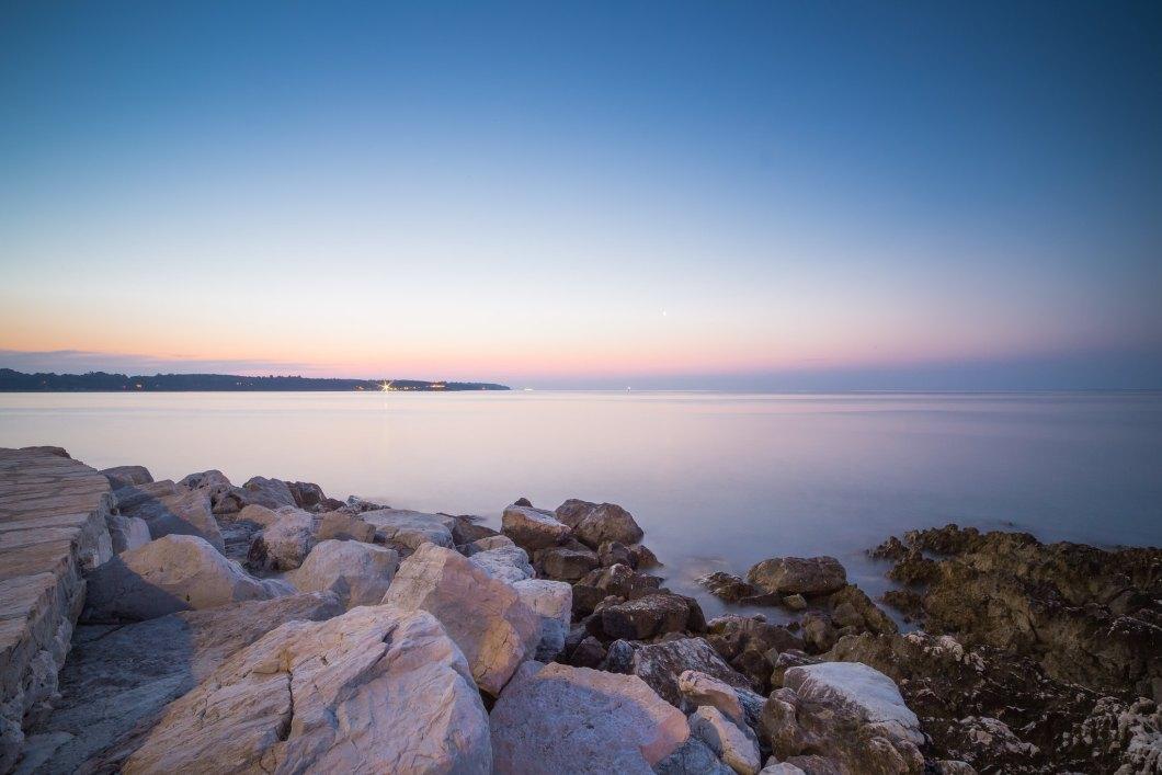 Imagen gratis de una atardecer visto desde las rocas