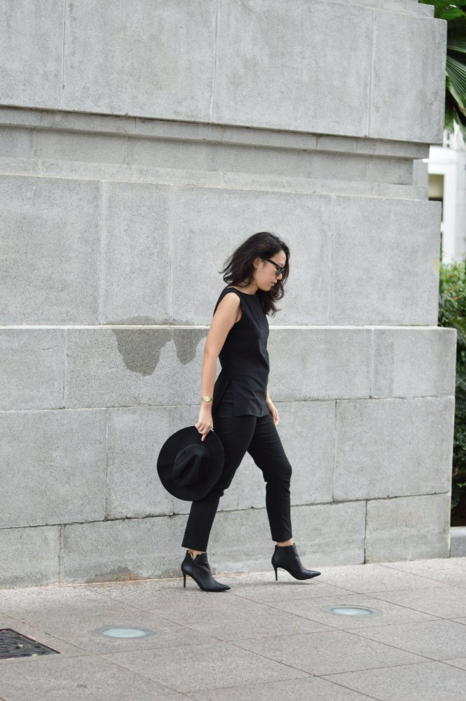 outfit, cropped pants, black pointed toe heeled ankle boots, black fedora