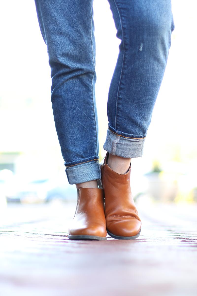 Vionic-Nadelle-Chelsea-Boots-boyfriend-jeans-9