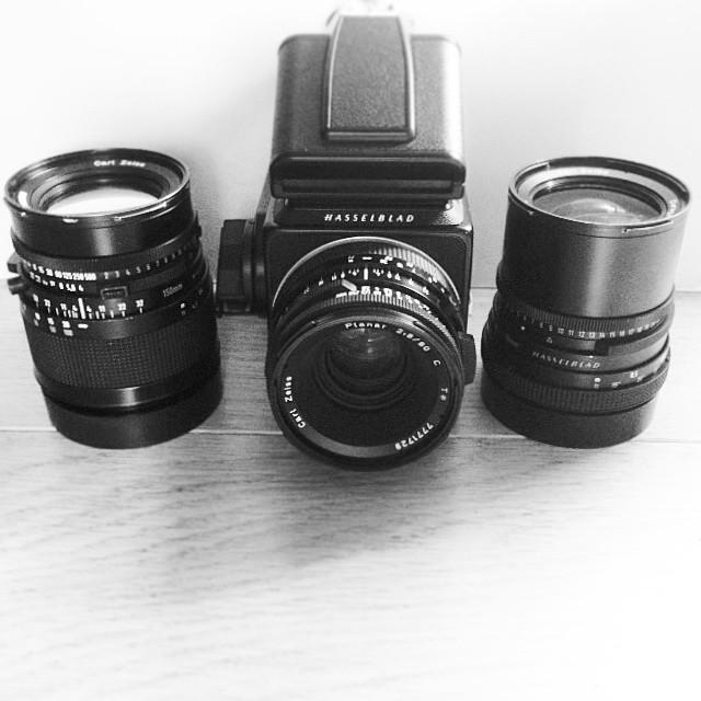 Meet the gang! My new Hasselblad trio - 50mm, 80mm, 150mm. Fresh back from yesterday's wedding in London! #hasselblad #hasselblad501c #zeiss #distagon #planar #sonnar #prism #filmcamera #filmwedding #film #mediumformat #6x6 #cameraporn #ilovefilm #ishootf