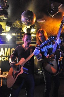Ricky Warwick and Damon Johnson live at the Diamond Rock Club, September 2015