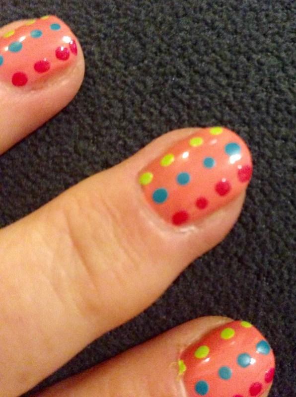 nails-peachy dots