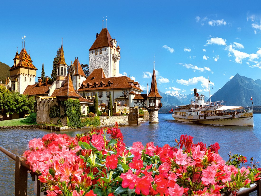Oberhofen-Castle-Switzerland_1