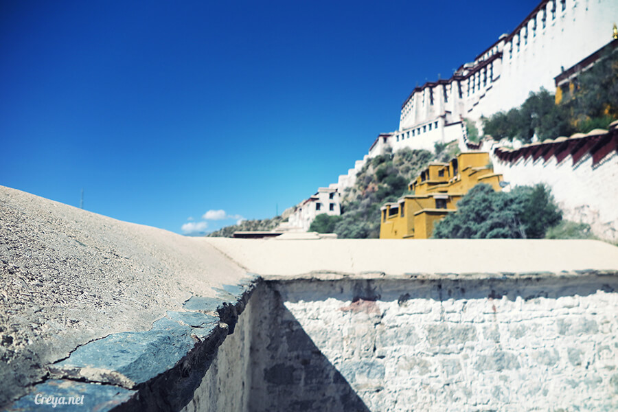 2015.12.04  Tibet 西藏踢北去   藏人的精神殿堂布達拉宮,但或許不只我們高山反應沒精神…13.jpg