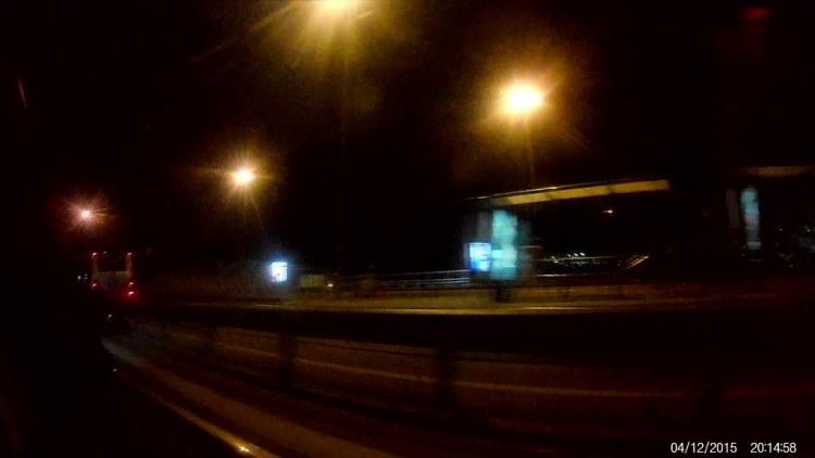 Cruzando desde Asia a Europa de noche por el Primer Puente sobre el Bósforo