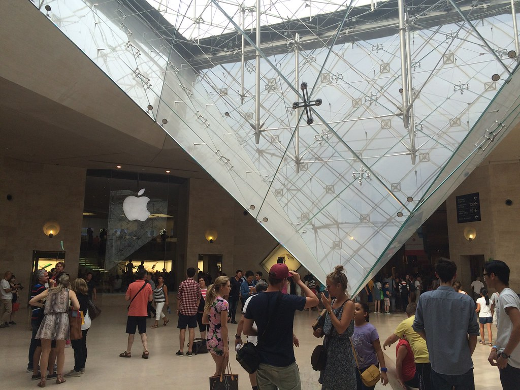 Apple Store Louvre (entrada)
