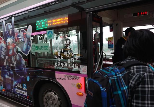 動物園駅 台北駅からここまでバスで一本・・・