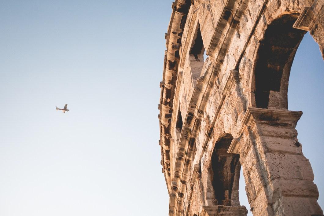 Imagen gratis de un arco romano en Croacia