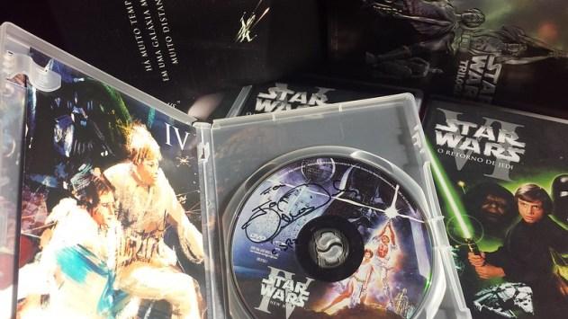 Eu fiz o C3PO autografar o DVD