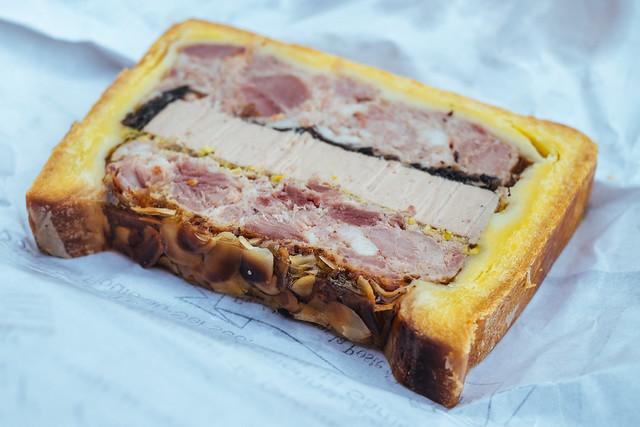 Naar de markt in de Luberon: Paté de canard en croute van Charcuterie Melchior in Banon