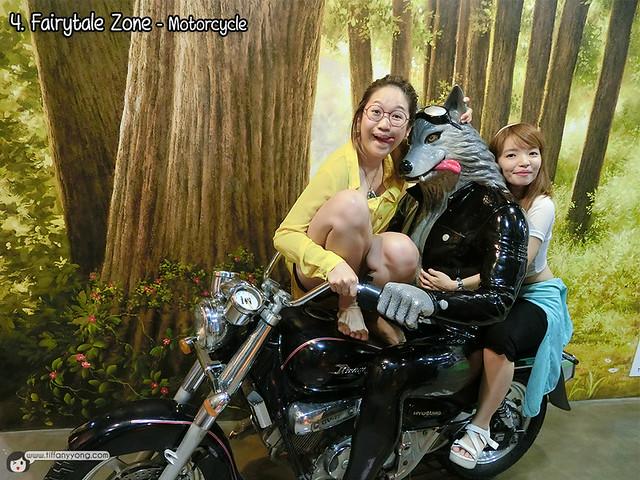 Trick Eye Museum Singapore Motorcycle