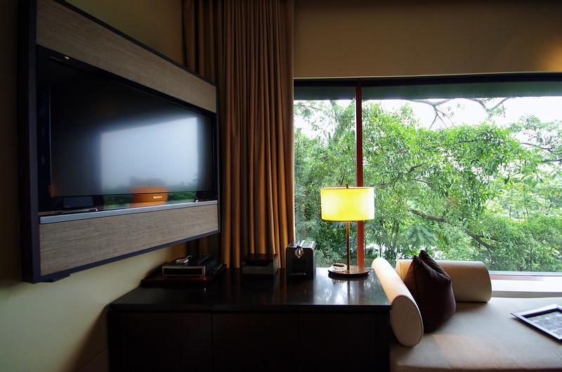 work desk and TV - capella singapore