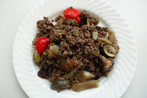 Pesto beef with Mediterranean vegetables