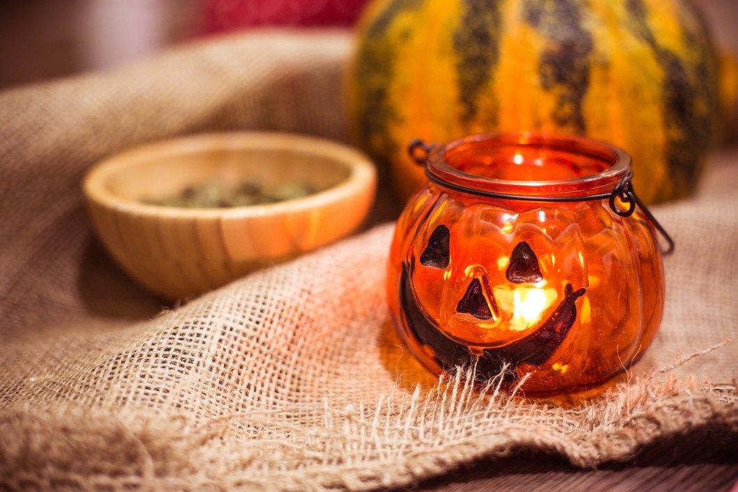 Imagen gratis de una vela con forma de calabaza