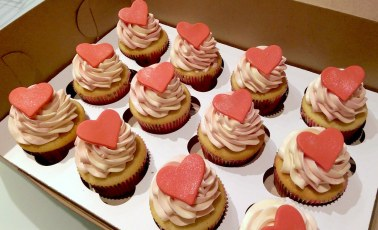 Cupcakes heart topper