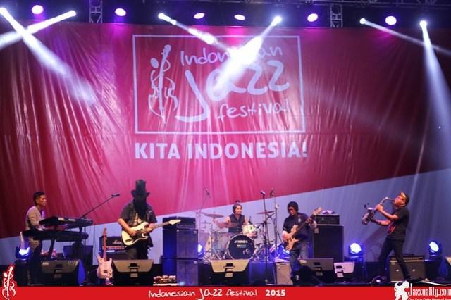Indonesian Jazz Festival 2015 - Sonic & Drive feat. Baron (1)