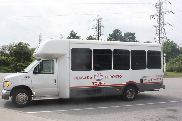 Toronto to Niagara falls bus tours: our tour of choice (bus)