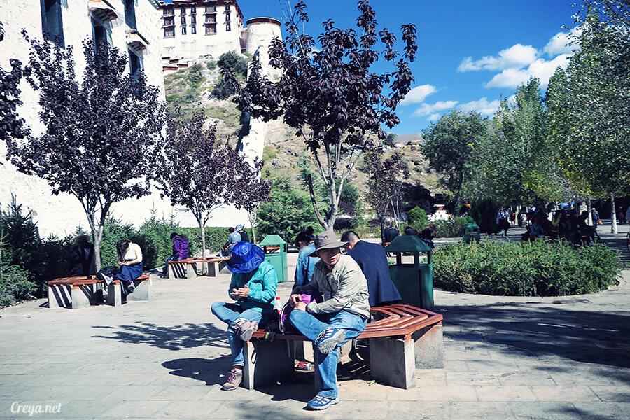 2015.12.04  Tibet 西藏踢北去   藏人的精神殿堂布達拉宮,但或許不只我們高山反應沒精神…03.jpg