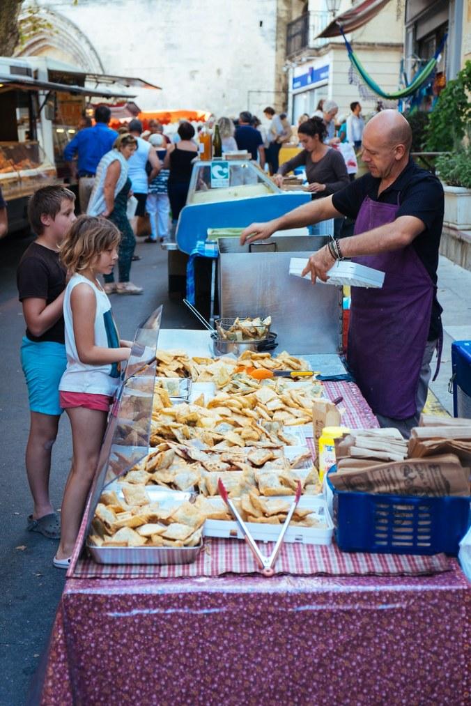 Naar de markt in de Luberon: verse Tourtons
