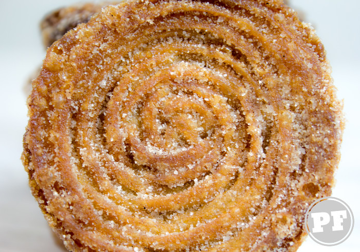 Sanduíche de Churros com Sorvete de Doce de Leite por PratoFundo.com