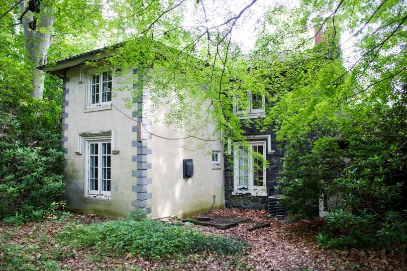 rockwood-mansion-park-abandoned-back-gatekeeper-house