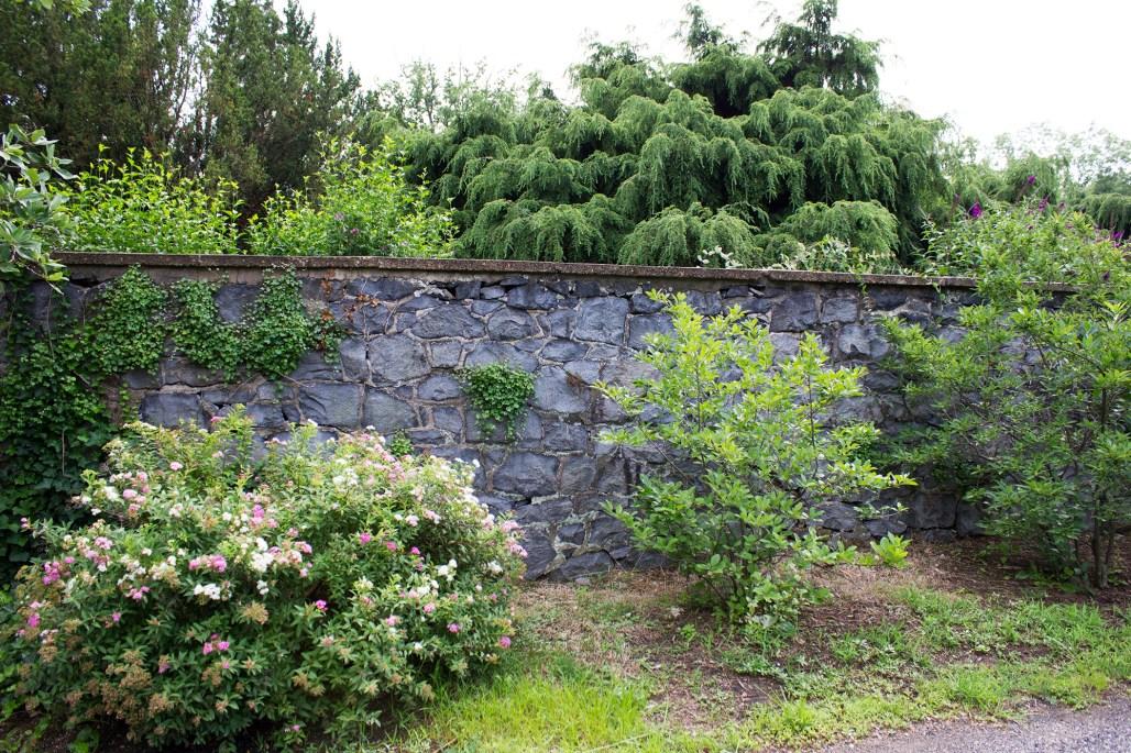 rockwood-mansion-park-stone-wall