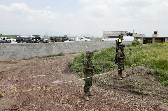 Bajo investigación, 13 funcionarios por fuga de 'El Chapo': SFP