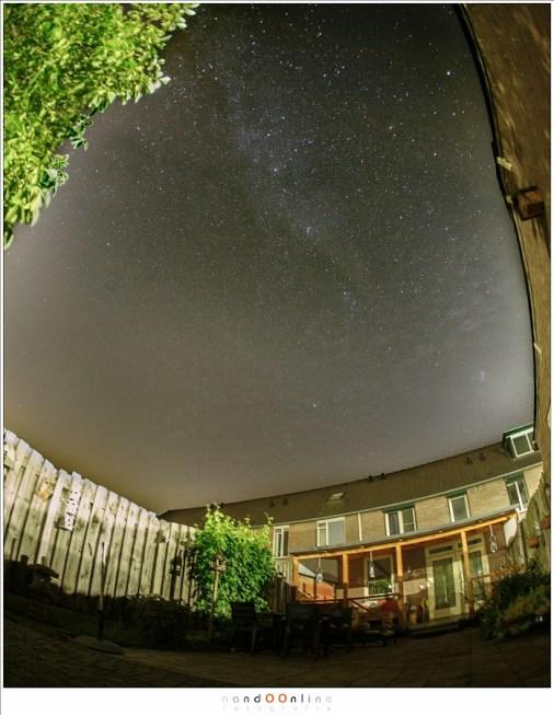 De nacht voor het maximum; heel eventjes waren er sterren te zien, niet meer dan een uurtje rond de klok van 4 uur. Maar door de straatverlichting rondom geen bijzonder goed zicht op de hemel.