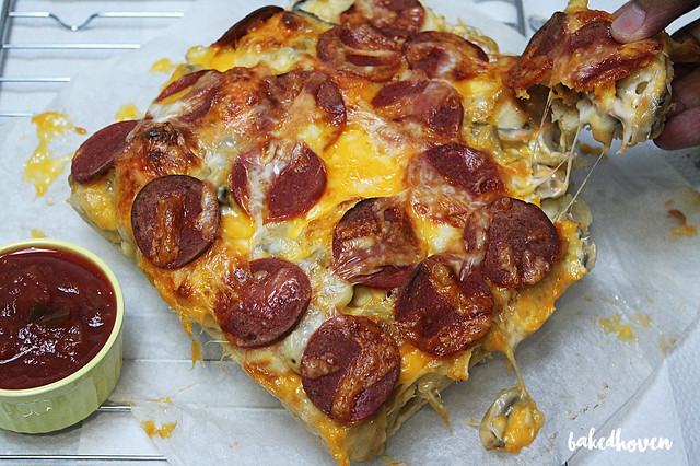 cheesy pepperoni and mushroom pull-apart pandesal with chunky salsa dip4