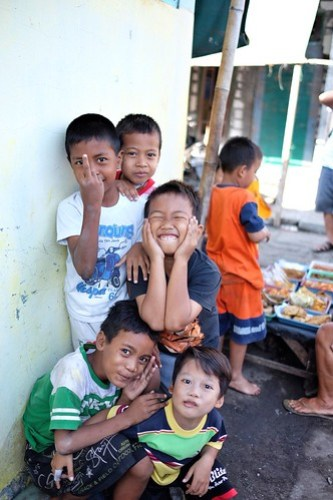 Kids expression @ kampung disekitar Lumpur Gresik #terfujilah #anakpantailumpurgresik #gresik #arekgresik #fujifilm #fujifilmXT1 #xf23mm #captureonstreet #childhood #anakanak #ekspresianak #streetphotography
