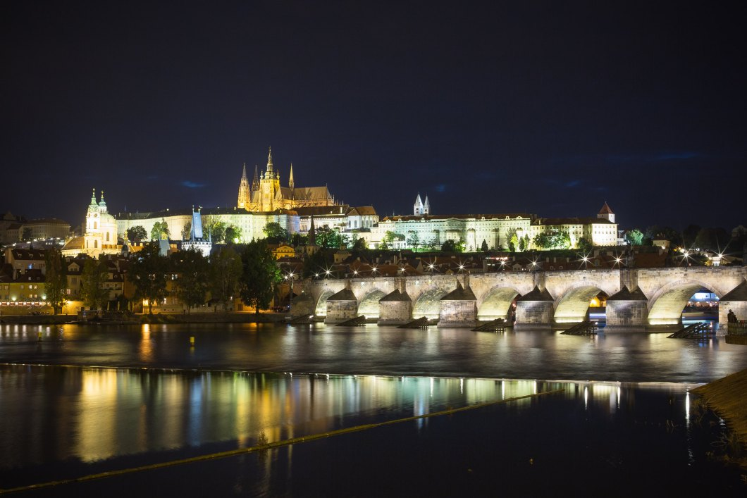Imagen gratis del castillo de Praga de noche