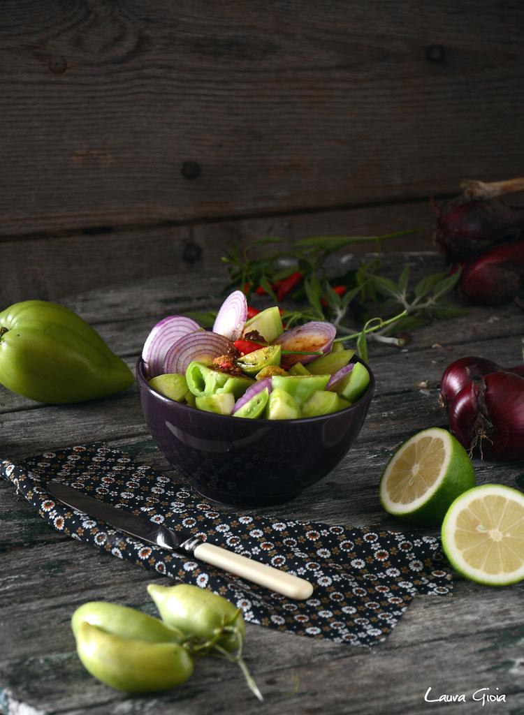 chutney piccante di pomodori verdi e cipolla rossa
