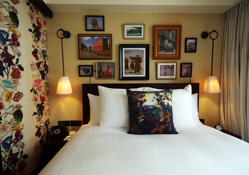 the bed at hotel vagabond singapore