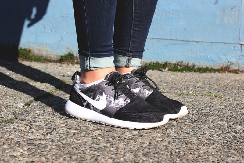nike roshe run womens outfit