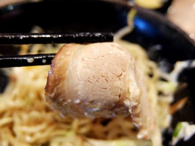 叉燒肉似乎有在烤過? 味道蠻香的,也頗軟嫩