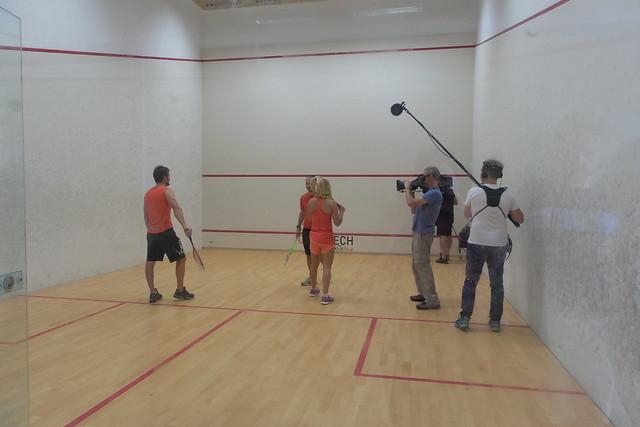 Charline en Mathieu spelen squash
