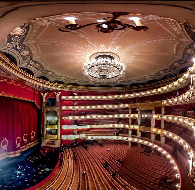 Waiting for the Bayerisches Staatsballett. #iphonephotography #munich #ballet #classical #spectacular #art #music