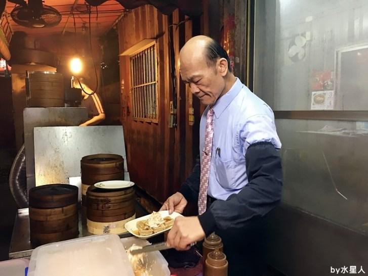 30503471231 e719a68873 b - 台中西屯【領帶臭豆腐】好酥脆的臭豆腐,老闆真的繫著領帶賣臭豆腐!