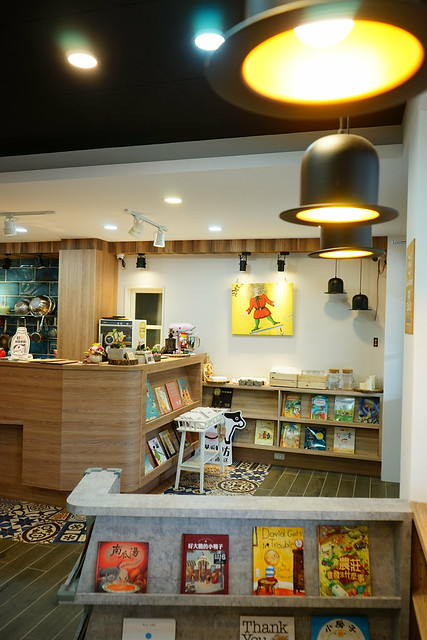 臺中美食~一起一起繪本廚房 北屯區新開幕的親子餐廳 超過一千本繪本免費任閱 每個禮拜二、四、五晚上還有 ...