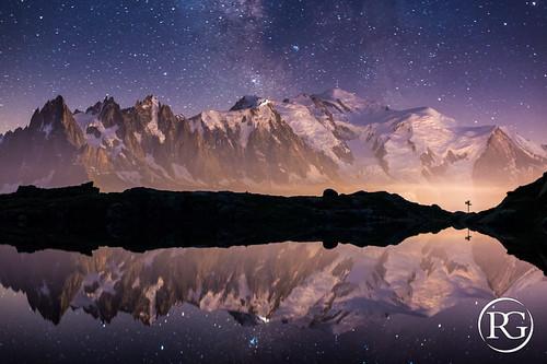 """""""Miroir d'étoiles sur le Mont-Blanc"""". Lac supérieur de Chéserys, Haute-Savoie."""