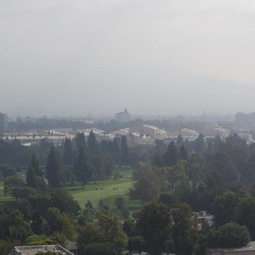 ウォルト・ディズニー・スタジオが見える。