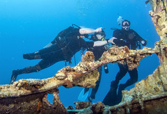 BK amputee diving instructor and 2 divers on the wreck