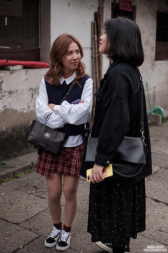 大陸妹子觀察,裙子或短褲下會搭上膚色絲襪,不知道是不是跟風韓國。